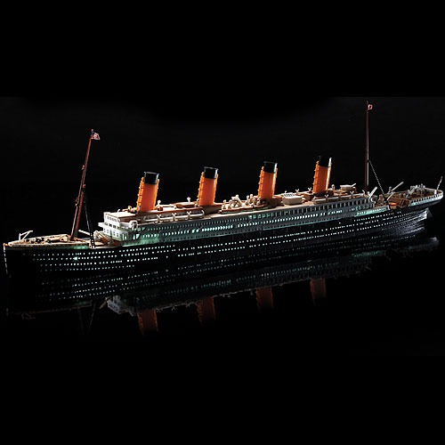 [1/700] 14220 R.M.S. TITANIC + LED SET